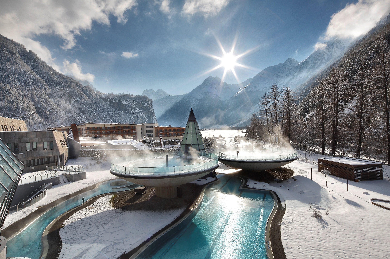 Paesaggi D Acqua Piscine aqua dome, un'oasi futuristica di acqua termale tra le