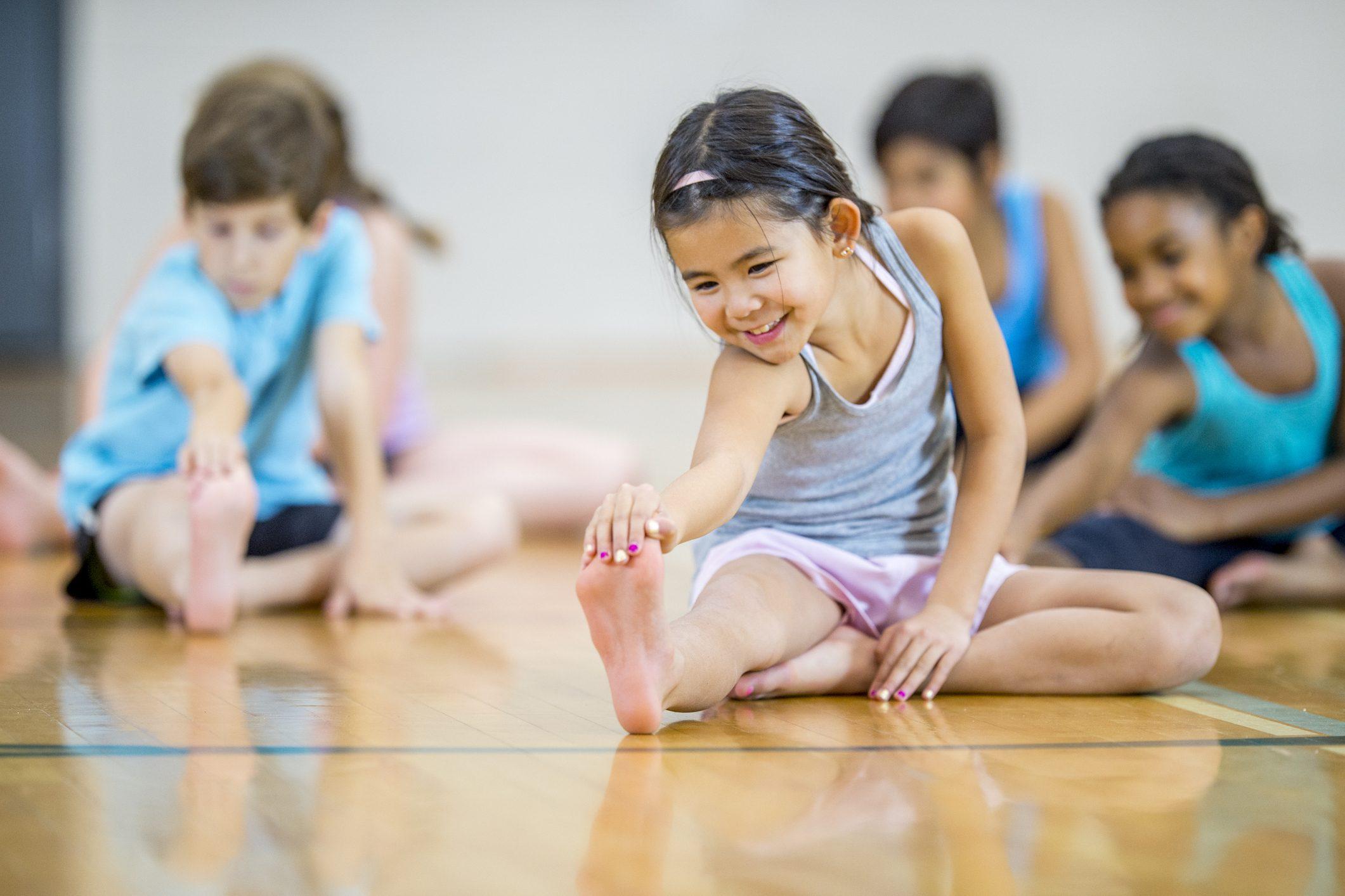 a15051e1e67b Esercizi di ginnastica per bambini per rinforzare gambe, schiena e  addominali
