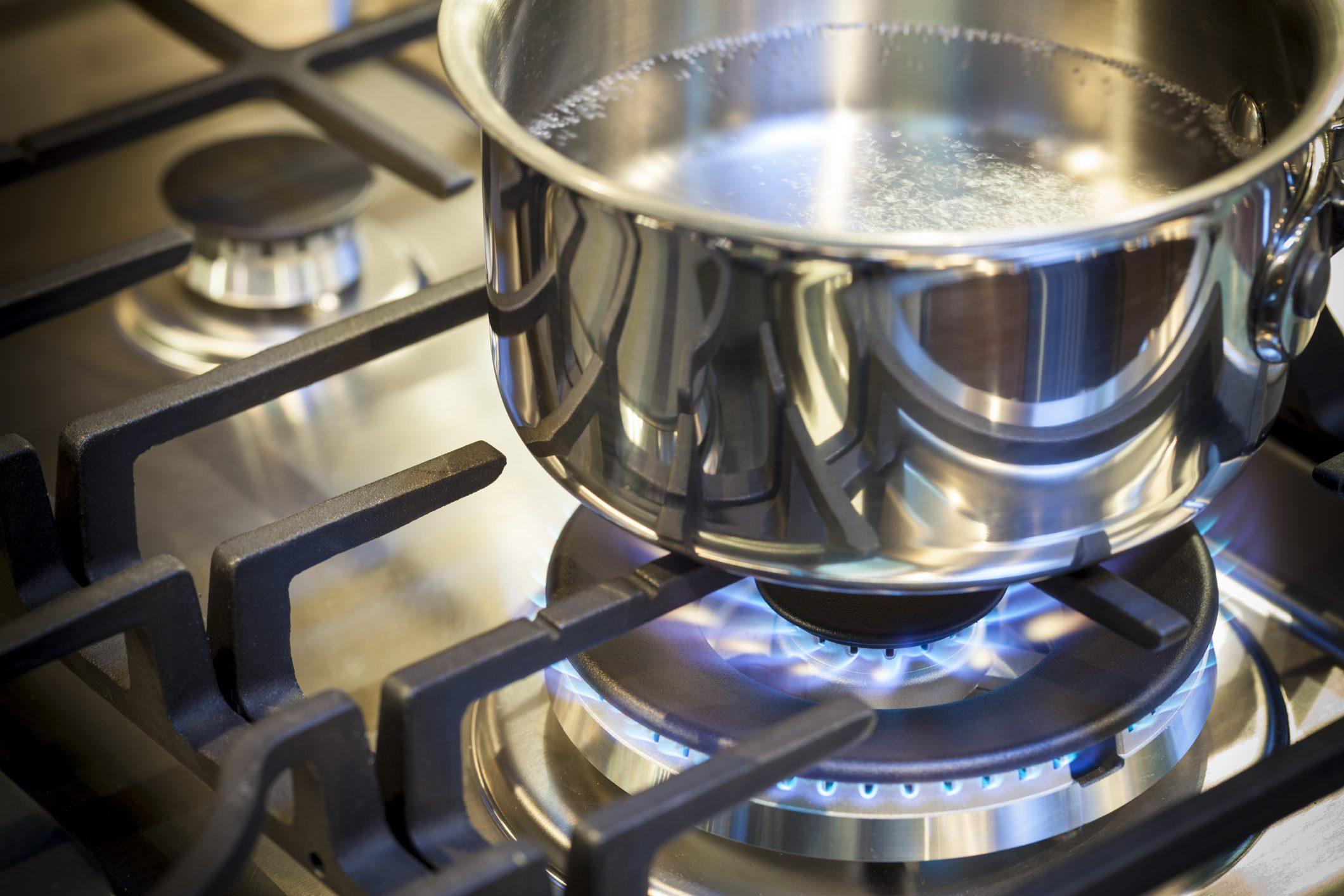 Come Pulire Il Piano Cottura come pulire l'acciaio della tua cucina in modo naturale ed