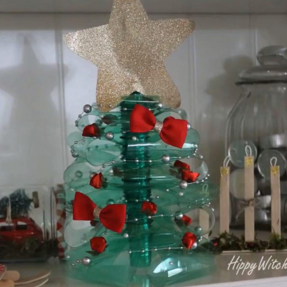 Idee Di Riciclo Per Natale l'albero di natale fai da te con bottiglie di plastica: l'originale idea di  riciclo