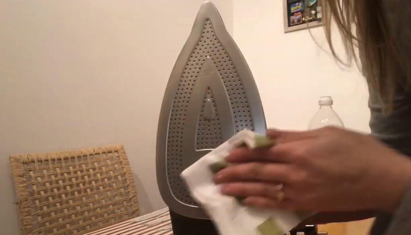 Pulizia Ferro Da Stiro come pulire il ferro da stiro in maniera naturale con l'aceto