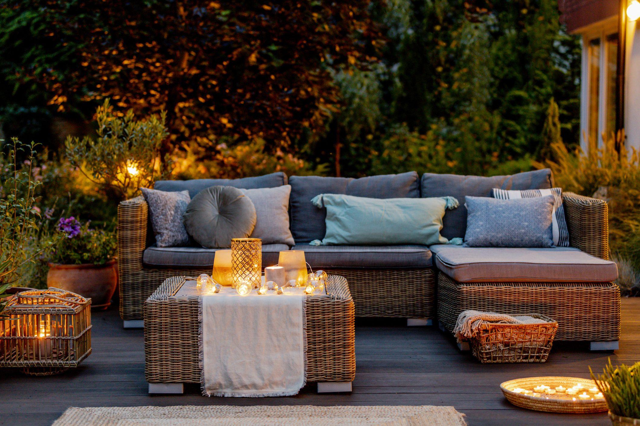Come Arredare Il Terrazzo Di Casa Con Le Tue Piante Preferite Ecco Quali Scegliere Per I Luoghi Al Sole E All Ombra Ohga