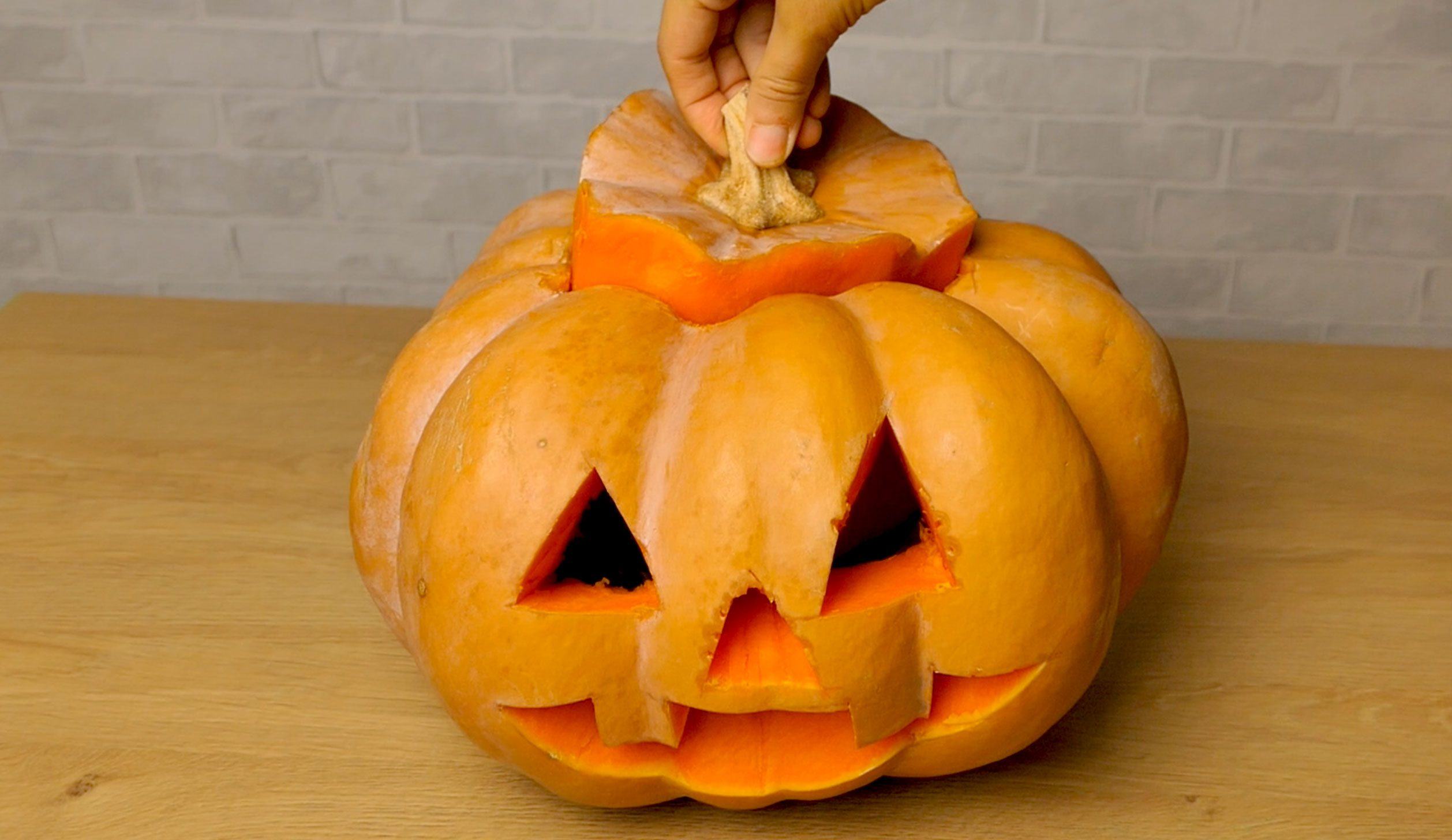 Come Fare La Zucca Di Halloween Video.Come Intagliare La Zucca Per Halloween Trucchi Consigli E Idee Ohga