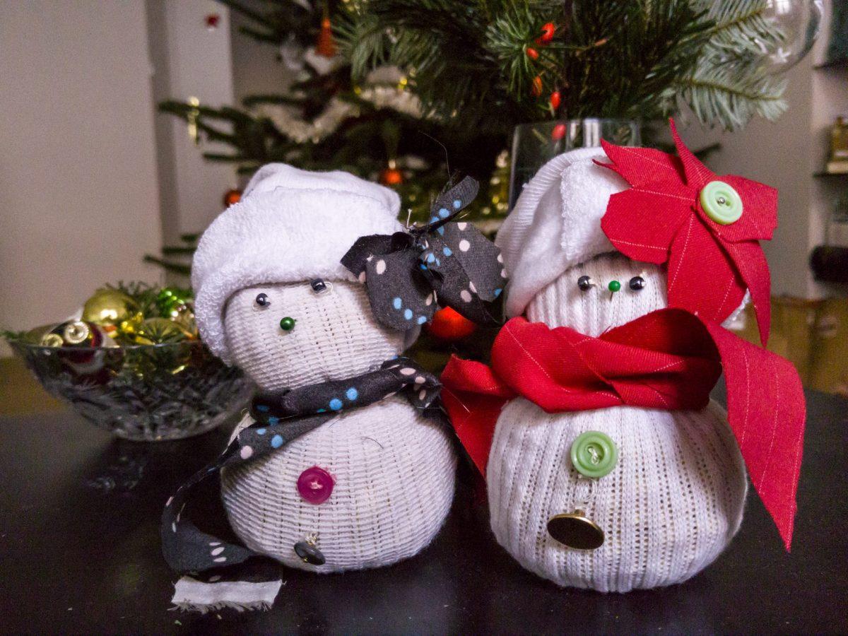 Lavoretti Di Natale Con Carta.Pupazzo Di Neve Fai Da Te Con Carta Igienica E Stoffa Di Riciclo Ohga