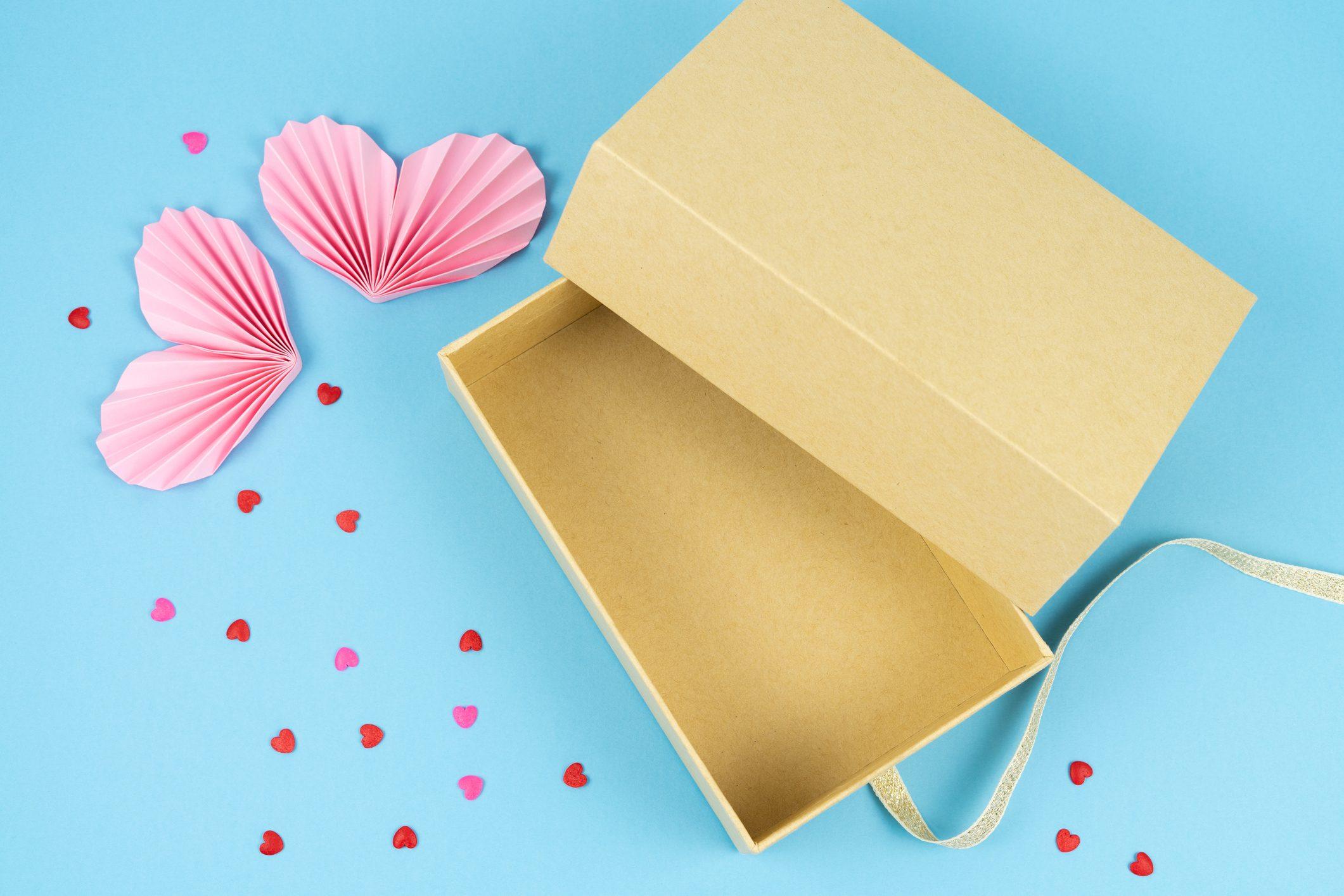 Come fare una scatola regalo festa della mamma con il riciclo