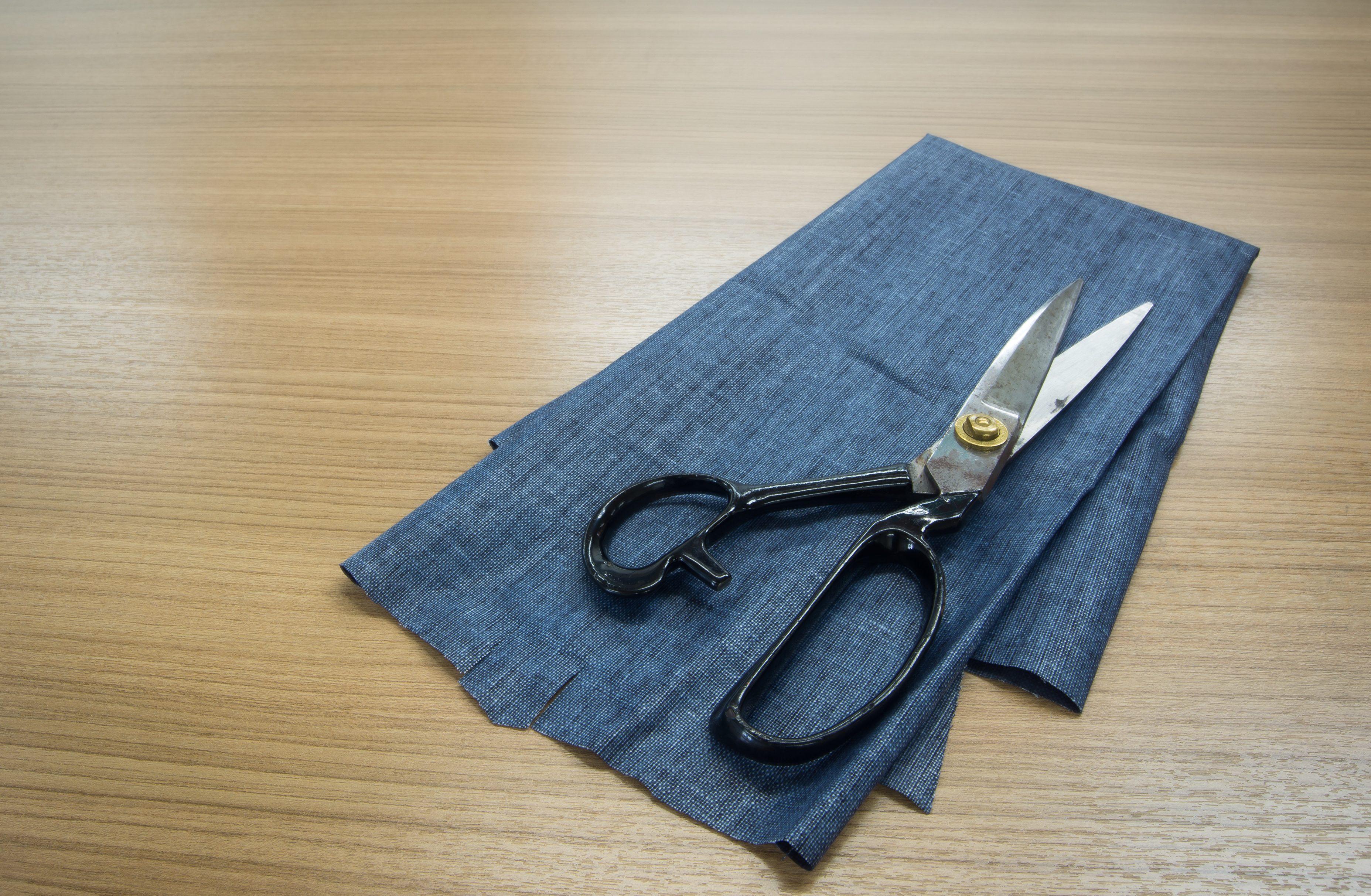 porta auricolari con il riciclo jeans