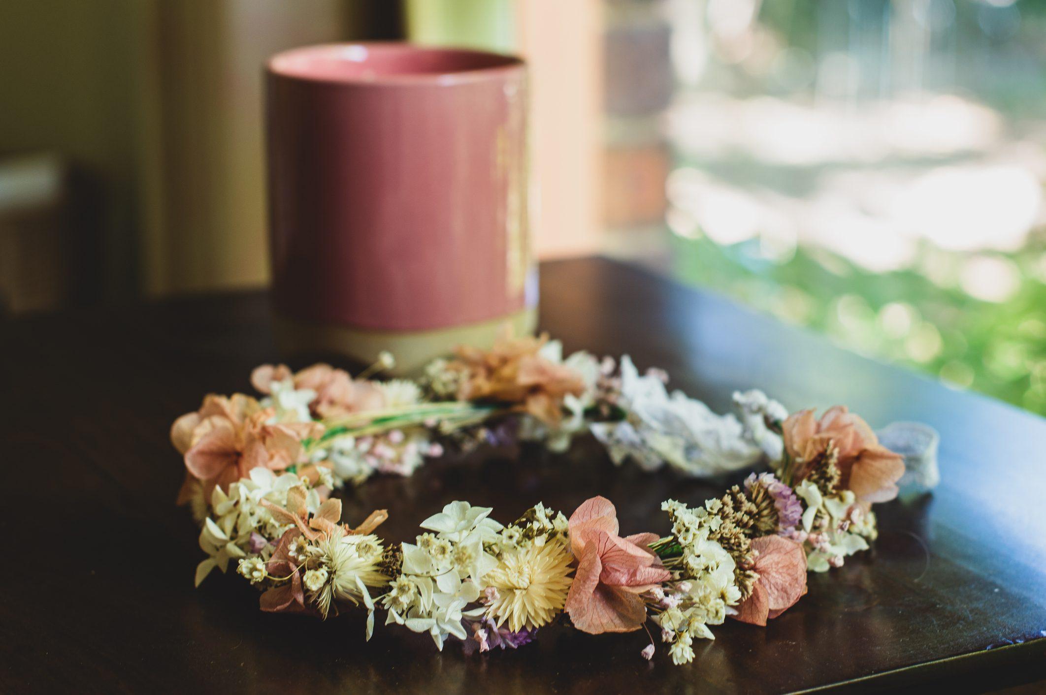 coroncina capelli fai da te con fiori secchi